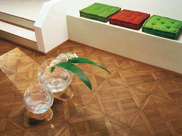 sol-et-style-projet-categorie-maisons-style-classique-parquet-bois-carre-coussins-vert-rouge