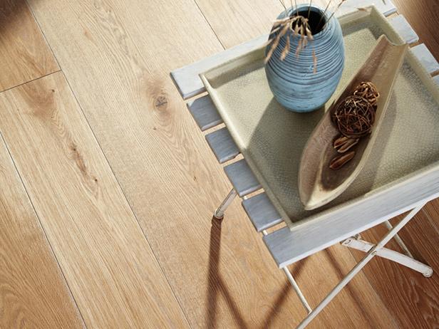 sol-et-style-projet-categorie-maisons-style-classique-parquet-bois-clair-table-vase