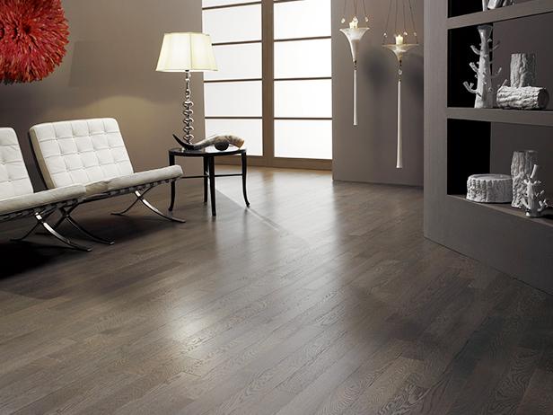 sol-et-style-projet-categorie-maisons-style-classique-parquet-bois-fonce-salon-lampe-design-fenetre
