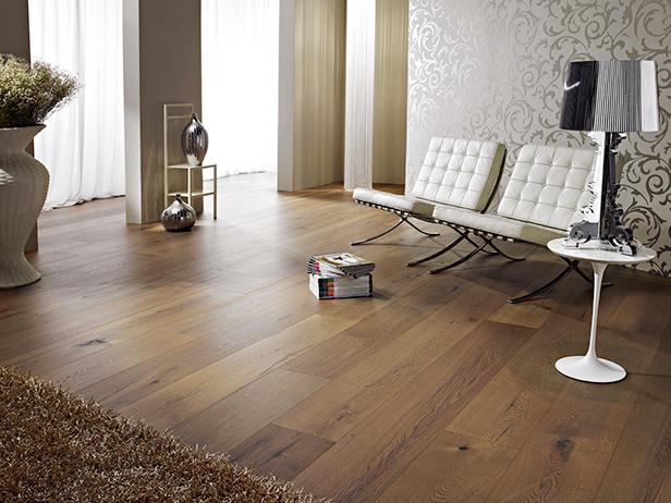 sol-et-style-projet-categorie-maisons-style-classique-parquet-bois-fonce-salon-lampe-design