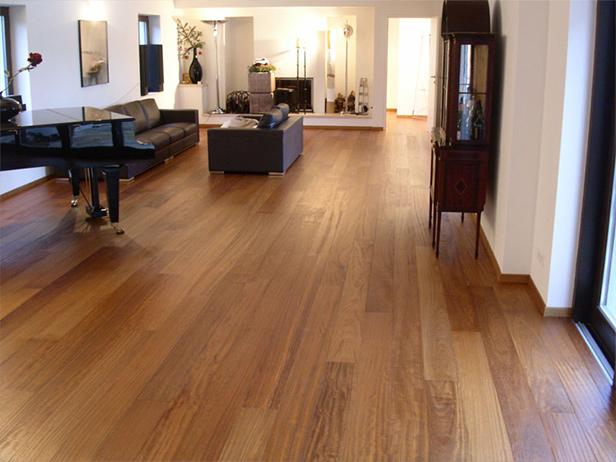 sol-et-style-projet-categorie-maisons-style-exotique-salon-divans-piano-bois-clair