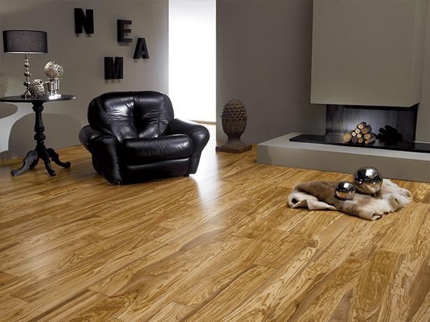 sol-et-style-projet-categorie-maisons-style-exotique-salon-fauteuil-lettrage-bois-feu-tapis