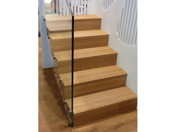 sol-et-style-projet-categorie-autres-services-escaliers-petit-mur-vitre