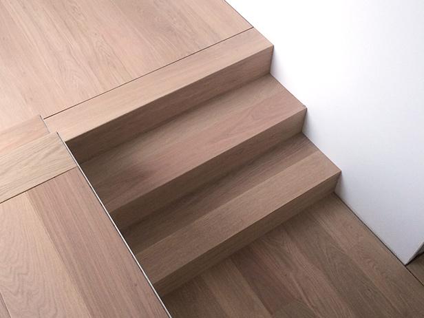 sol-et-style-projet-categorie-autres-services-escaliers-trois-marches-mur-blanc