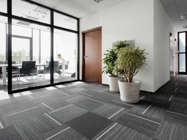 sol-et-style-projet-categorie-autres-services-moquette-bureaux-carres-gris-lignes