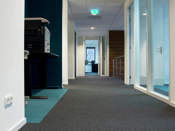 sol-et-style-projet-categorie-autres-services-moquette-bureaux-photocopieuse-portes-blanches