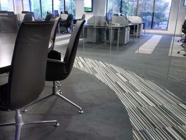 sol-et-style-projet-categorie-autres-services-moquette-courbe-bureau-design-lignes-gris