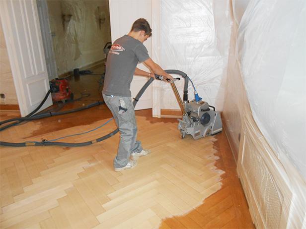 sol-et-style-projet-categorie-autres-services-renovations-parquet-nettoyeur-machine-pousee-homme