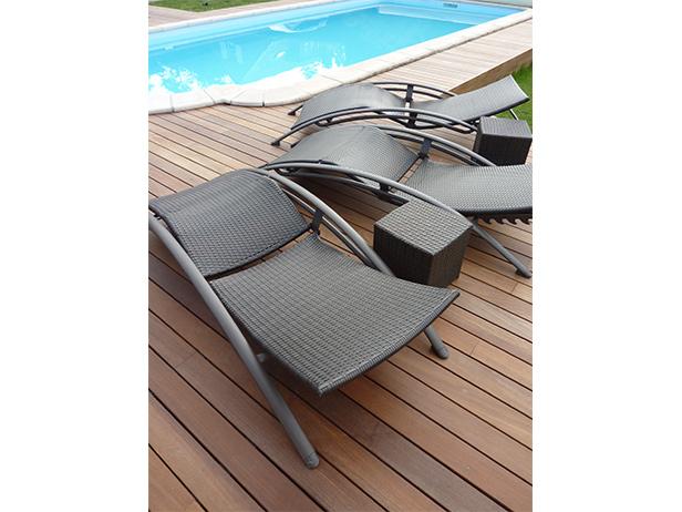 sol-et-style-projet-categorie-espaces-exterieurs-piscine-terasse-bois-transat
