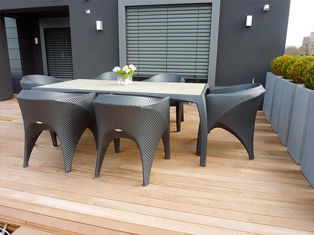 sol-et-style-projet-categorie-espaces-exterieurs-terrasse-chaises-design-tresses-table