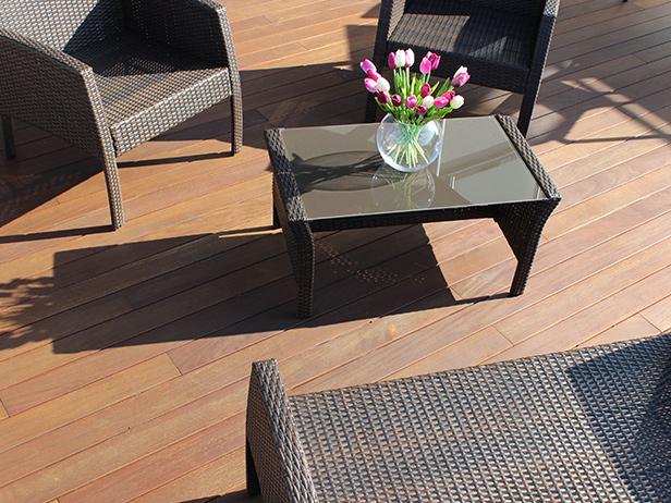 sol-et-style-projet-categorie-espaces-exterieurs-terrasse-divan-exterieurs-table-vase-fleur