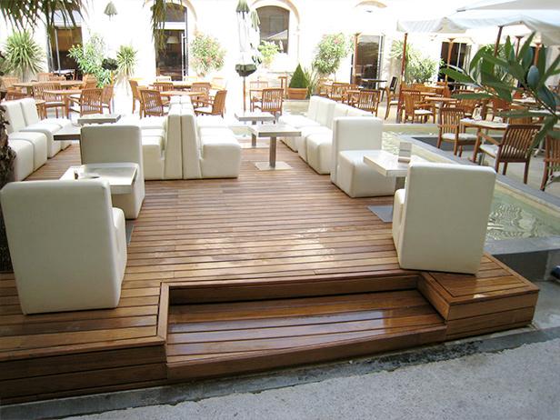 sol-et-style-projet-categorie-espaces-exterieurs-terrasse-restaurant-divans-exterieurs-chaises