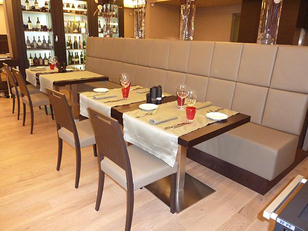 sol-et-style-projet-categorie-espaces-publics-restaurant-interieur-banquettes-tables