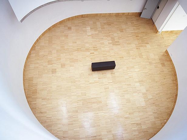 sol-et-style-projet-categorie-espaces-publics-salle-ronde-banc-noit