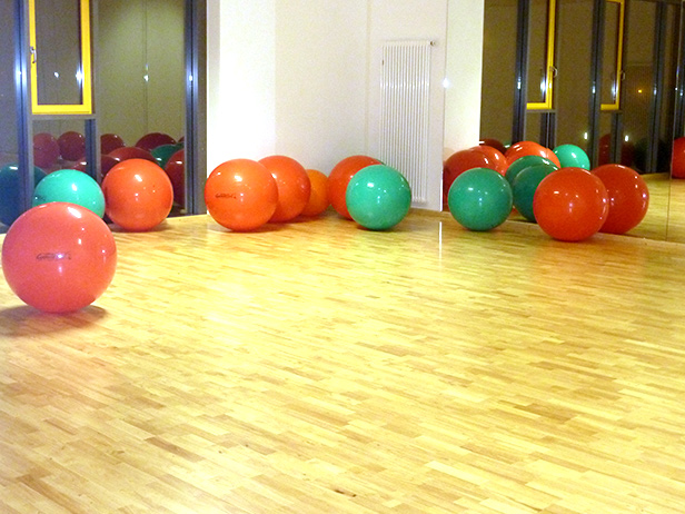 sol-et-style-projet-categorie-espaces-publics-salle-sport-ballons