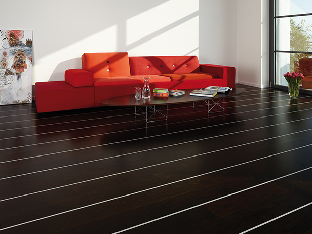 sol-et-style-projet-categorie-maisons-style-design-divan-rouge-sol-noir